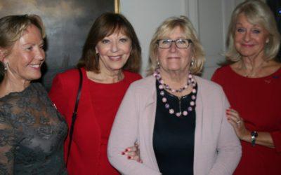 Helsedamer på kveldsbesøk hos den svenske ambassadøren